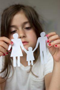 Kleines Kind Trauert um Familie wegen Scheidung in Kaiserslautern